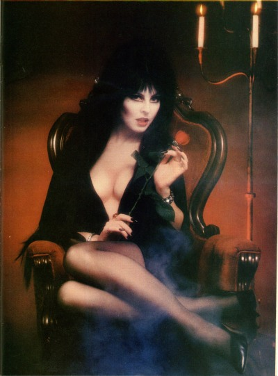Intro Elvira! pin up
